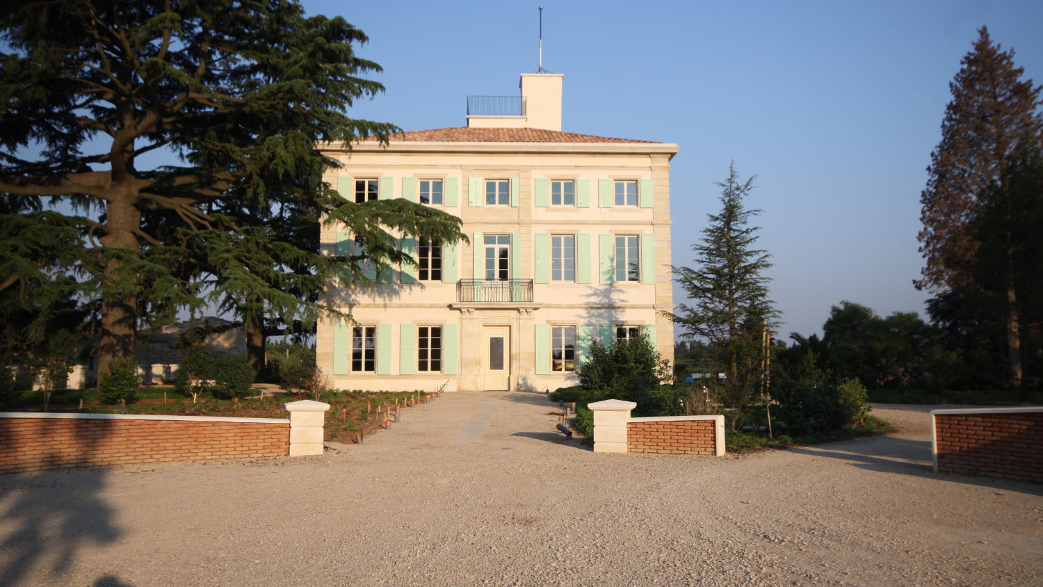 http://www.chateau-perouse.com/assets/bestanden/background/chateau.jpg